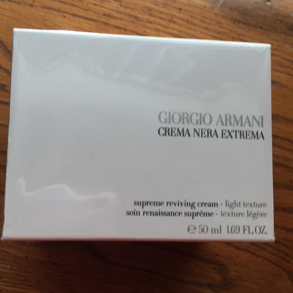 Armani Crema Nera Supreme Cream Light Texture